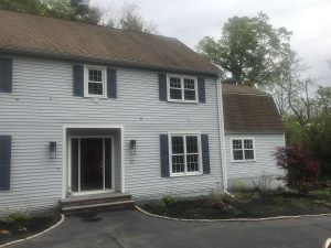Exterior painting before picture in Lynnfield